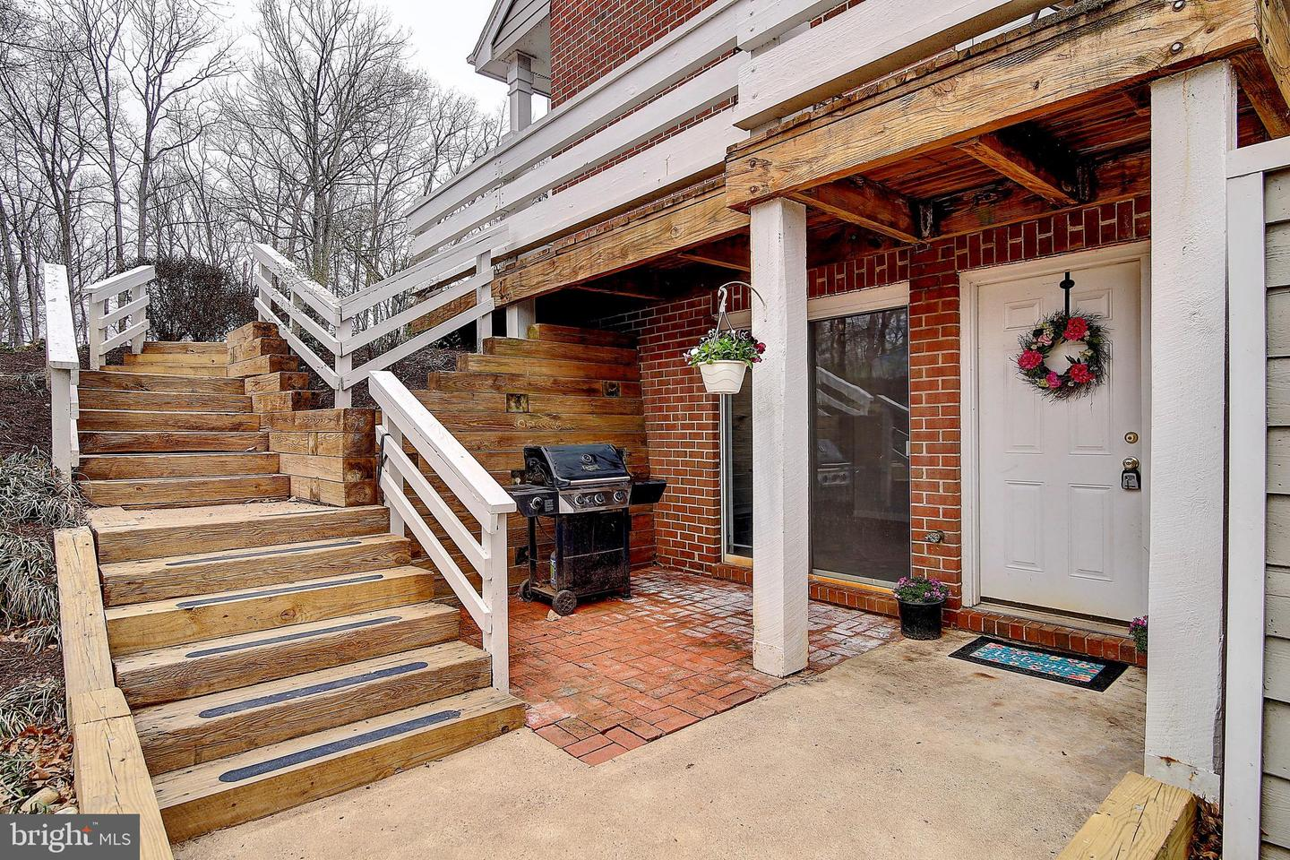 Single Family for Sale at 11100 Beaver Trail Ct Reston, Virginia 20191 United States