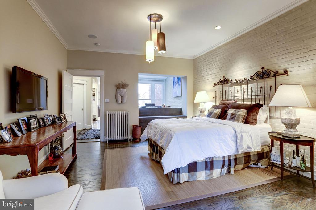 Master Suite - 1831 19TH ST NW, WASHINGTON