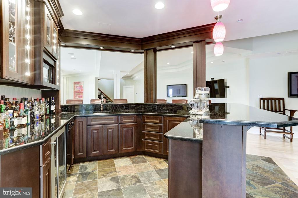 The entertainers dream bar! - 3 DEEPWATER CT, EDGEWATER