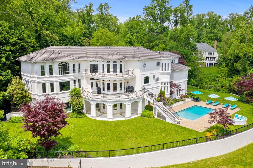 The jewel of Poplar Point - 3 DEEPWATER CT, EDGEWATER