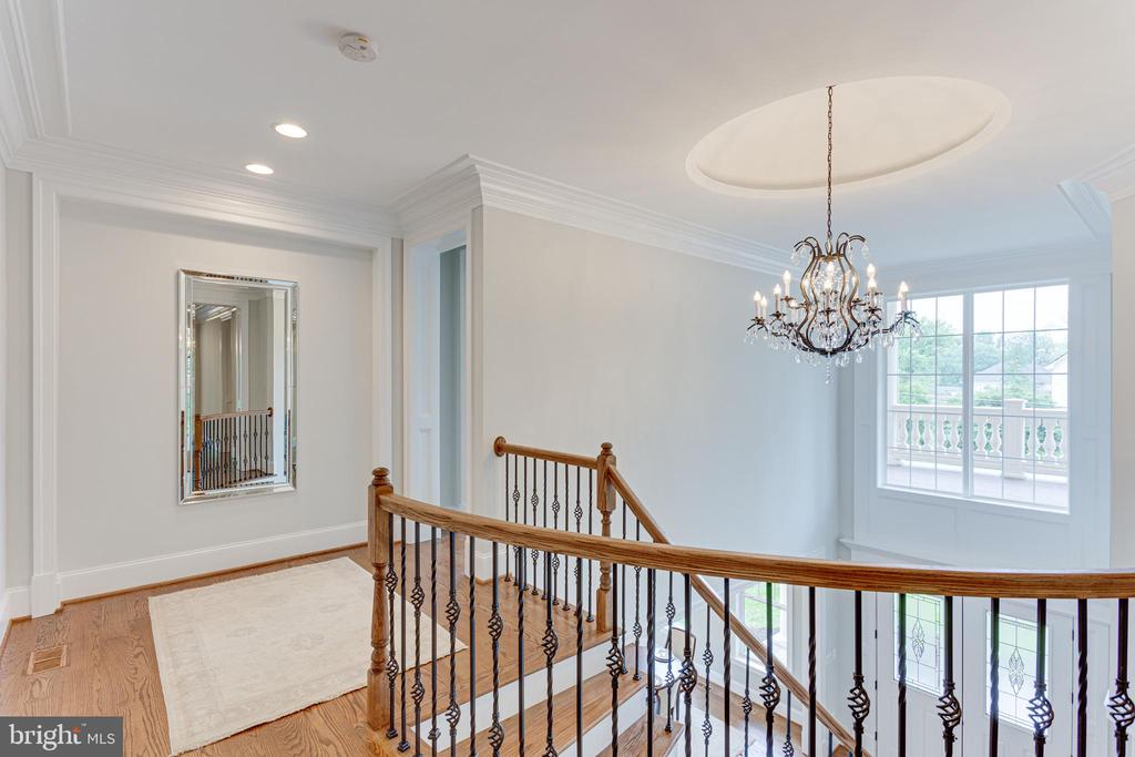 Upper Landing - 7104 EASTMAN DR, FALLS CHURCH