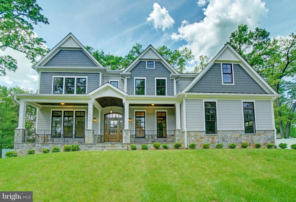A Heartbeat away from Tysons! Welcome Home! - 1922 BYRD RD, VIENNA