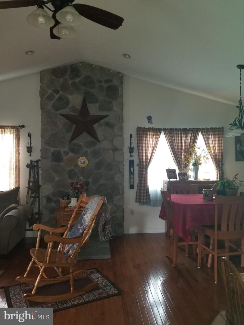 Additional photo for property listing at 21 Highland Way Berkeley Springs, West Virginia 25411 United States