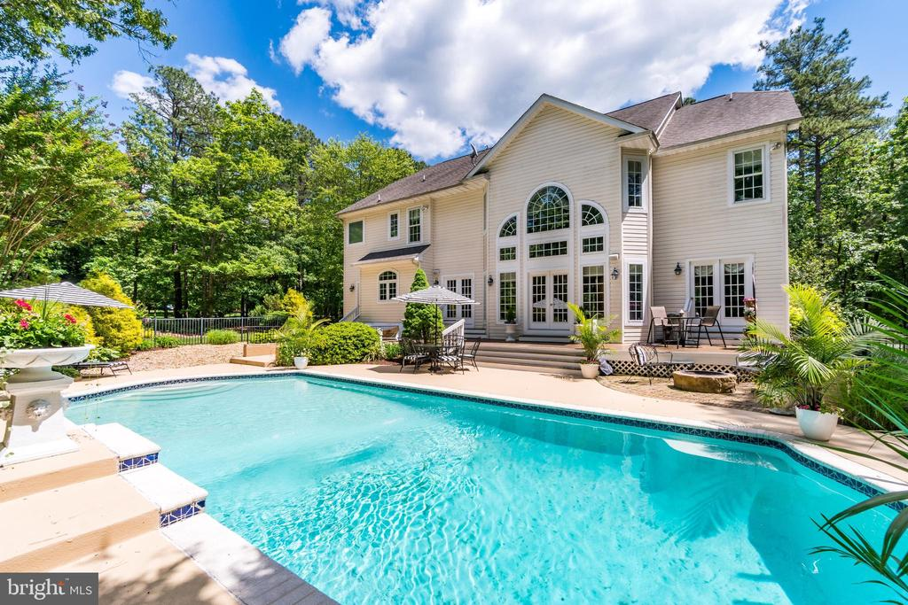 Custom Fawn Lake golf course home with pool - 11400 STONEWALL JACKSON DR, SPOTSYLVANIA