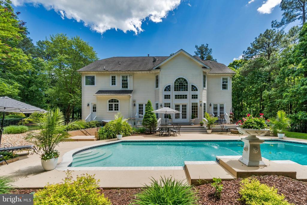 Beautiful 1 Acre home with pool in Fawn Lake - 11400 STONEWALL JACKSON DR, SPOTSYLVANIA