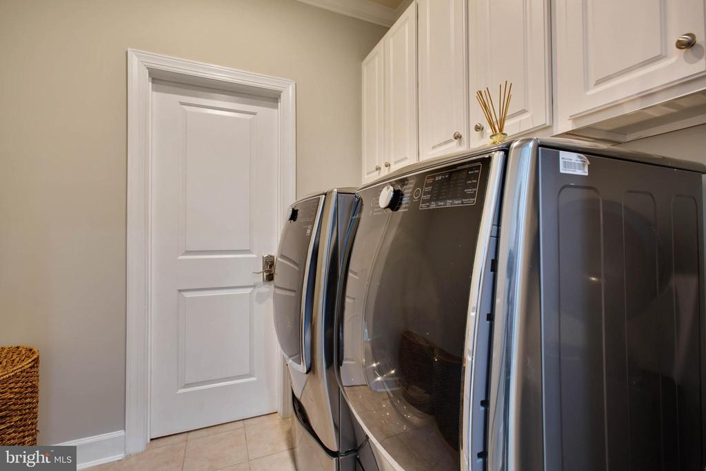 Upper Level Laundry Room with Cabinets - 18184 SHINNIECOCK HILLS PL, LEESBURG