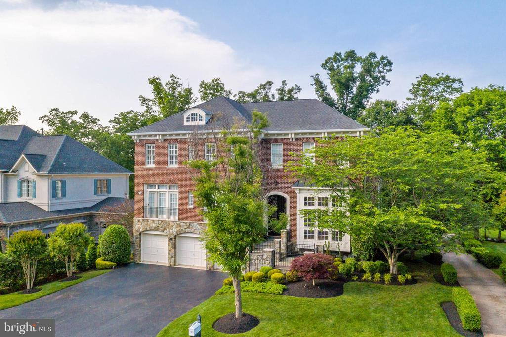 Golf Cart Path to right of home - 18184 SHINNIECOCK HILLS PL, LEESBURG