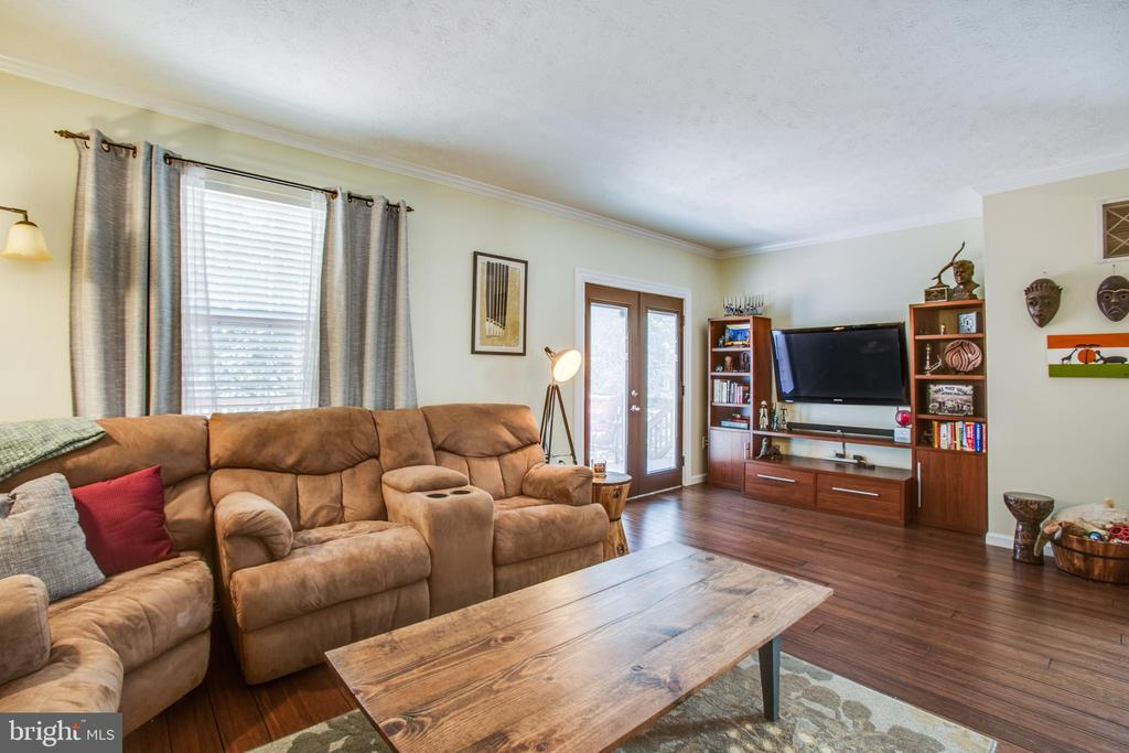 Large living room big enough for the selectional ! - 400 WATERS COVE CT, STAFFORD