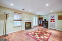 Family room with doors leading to the back yard - 400 WATERS COVE CT, STAFFORD