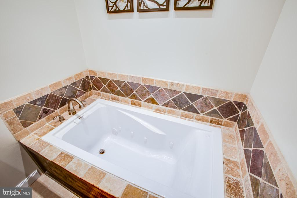 Jetted tub - note the beautiful tile surround - 400 WATERS COVE CT, STAFFORD