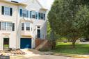 Lovely end unit townhome with 4 levels! - 400 WATERS COVE CT, STAFFORD