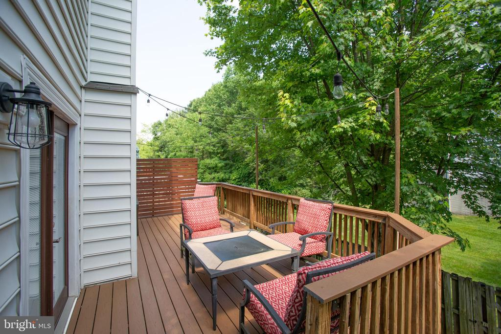 Composite deck - no Maintenance ! - 400 WATERS COVE CT, STAFFORD
