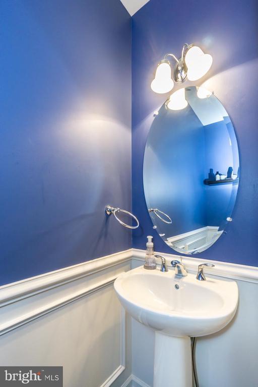 Main Level Powder Bath - 43174 WEALDSTONE TERRACE, ASHBURN