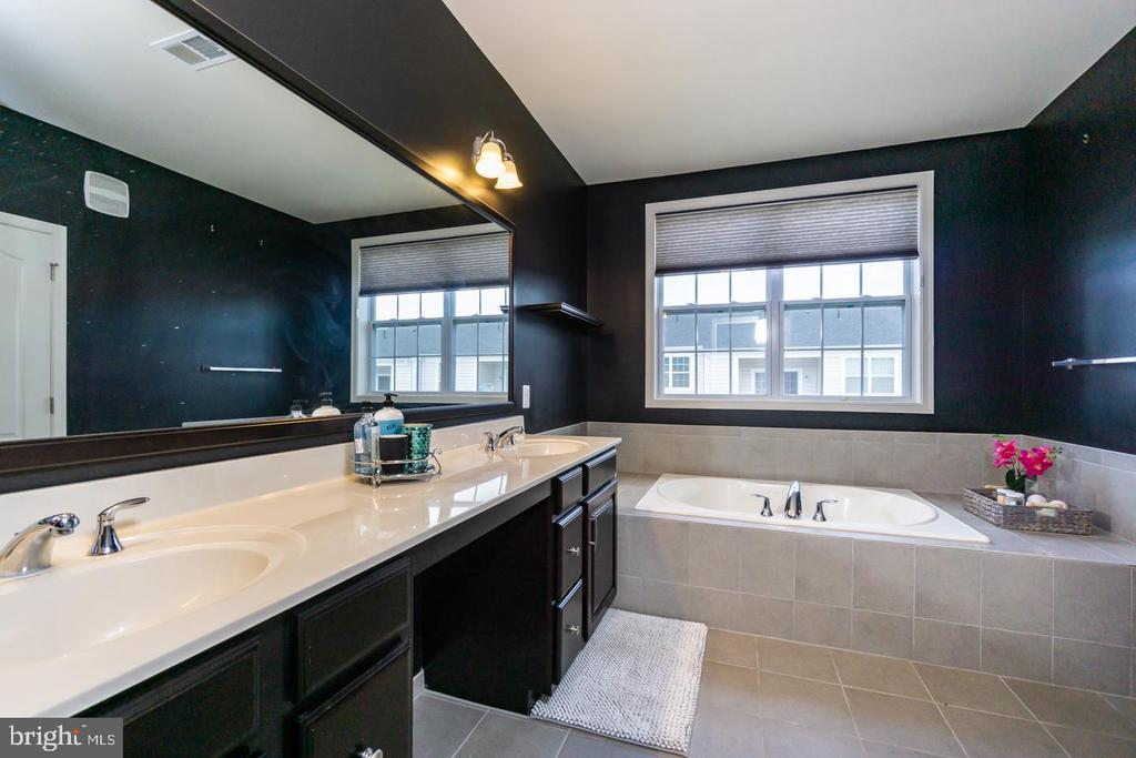Glamorous Master Bath - 43174 WEALDSTONE TERRACE, ASHBURN