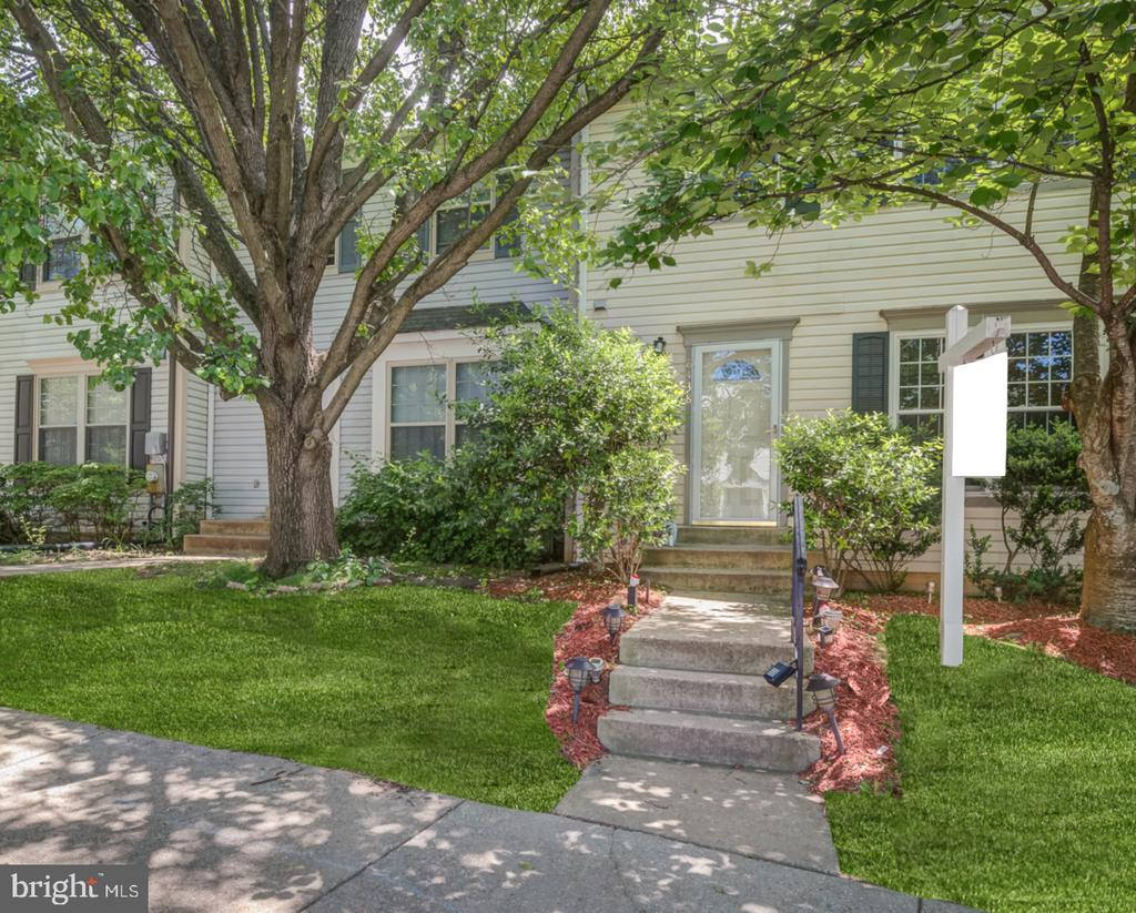 8438  MEADOW GREEN WAY, Gaithersburg in MONTGOMERY County, MD 20877 Home for Sale