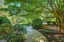 Beautiful Hardscaping and Gardens - 39455 DIGGES VALLEY RD, HAMILTON