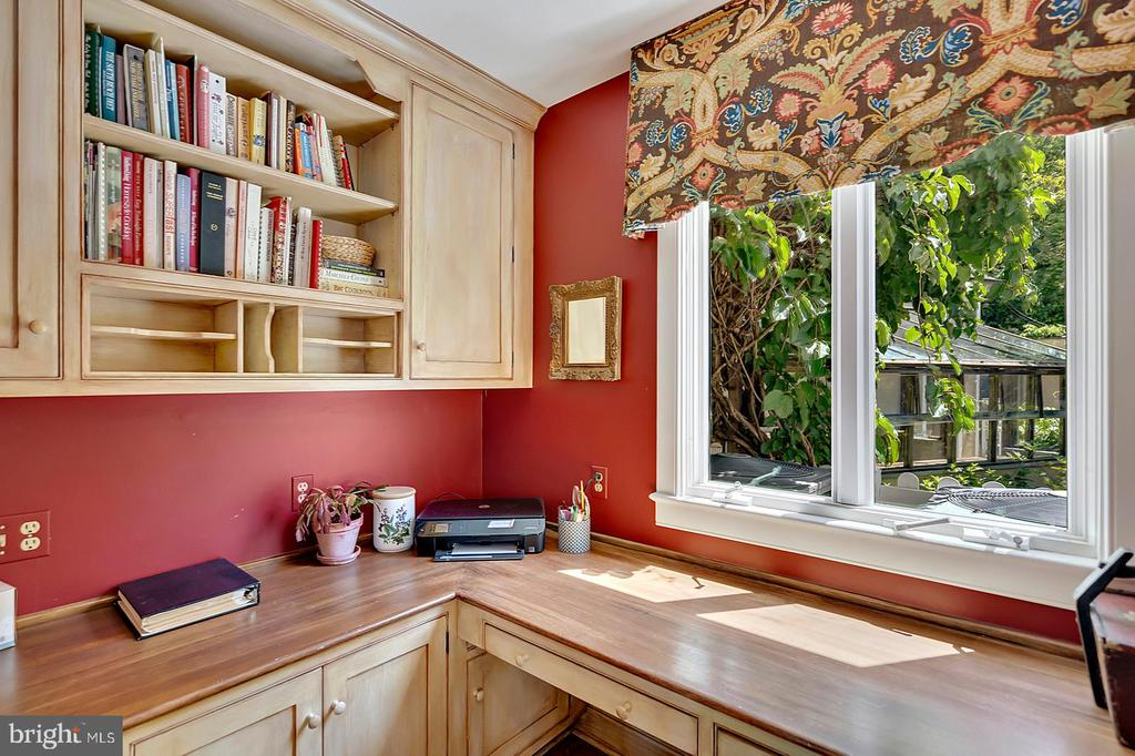 Cozy Work space off Kitchen - 39455 DIGGES VALLEY RD, HAMILTON