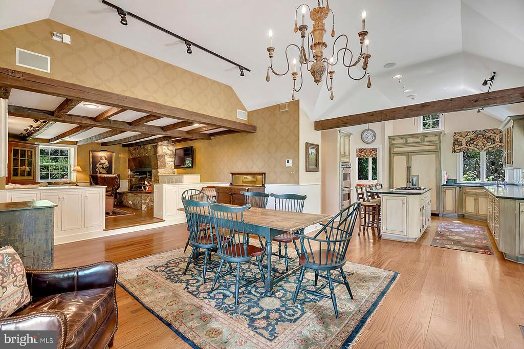 Dining Room flows to Family room and Kitchen - 39455 DIGGES VALLEY RD, HAMILTON