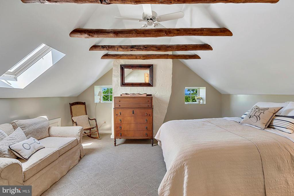 Bedroom #3 with Private Bath on third level - 39455 DIGGES VALLEY RD, HAMILTON