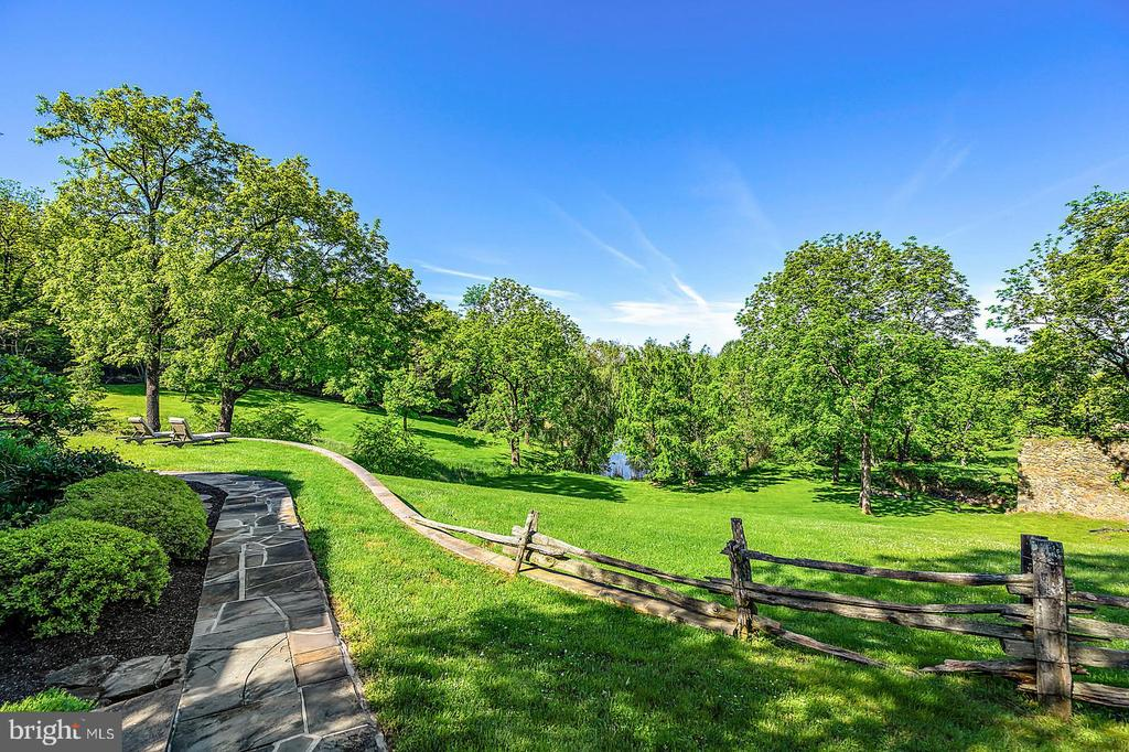 Property has a lovely setting and hardscaping - 39455 DIGGES VALLEY RD, HAMILTON
