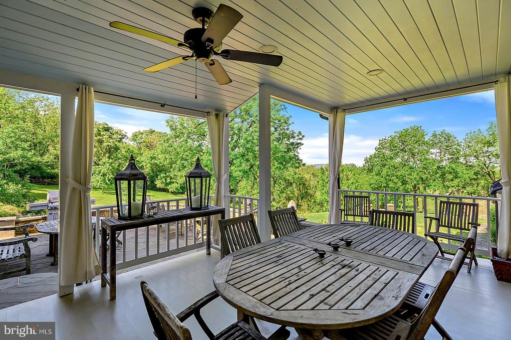 Covered Porch to enjoy summer dining and views - 39455 DIGGES VALLEY RD, HAMILTON