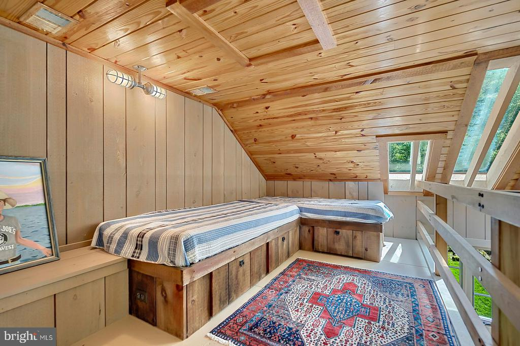 Bunk room in loft of Office - 39455 DIGGES VALLEY RD, HAMILTON