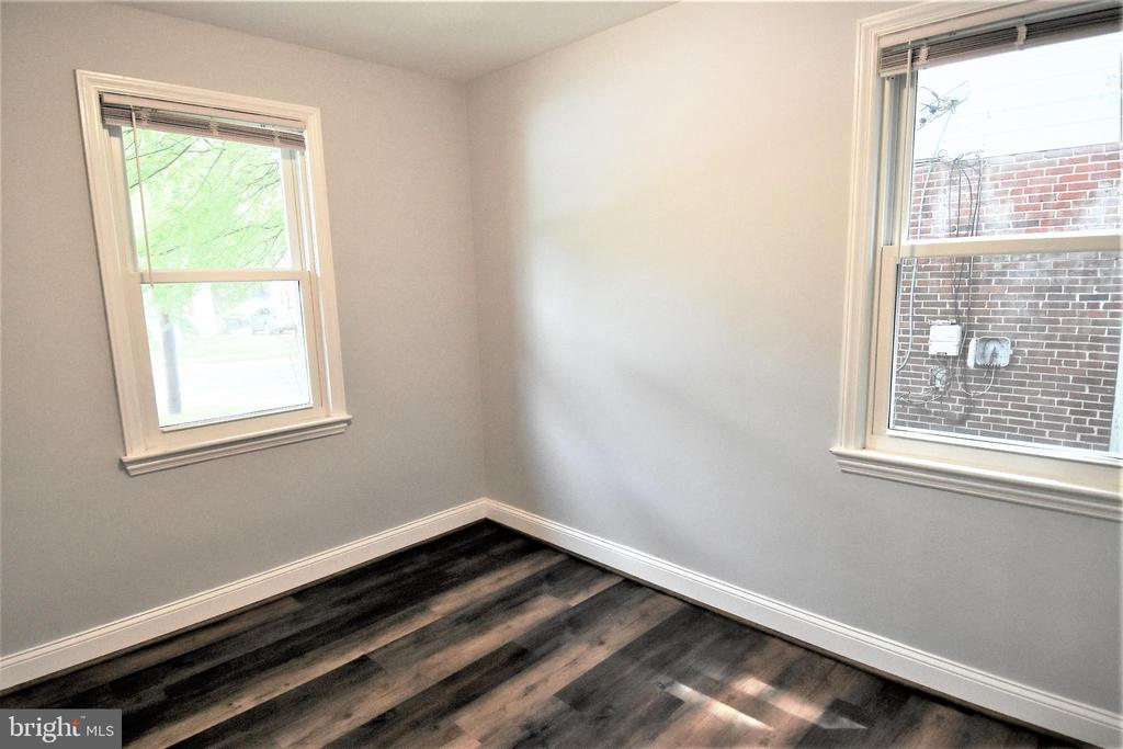 Newer Windows - 9736 53RD AVE, COLLEGE PARK