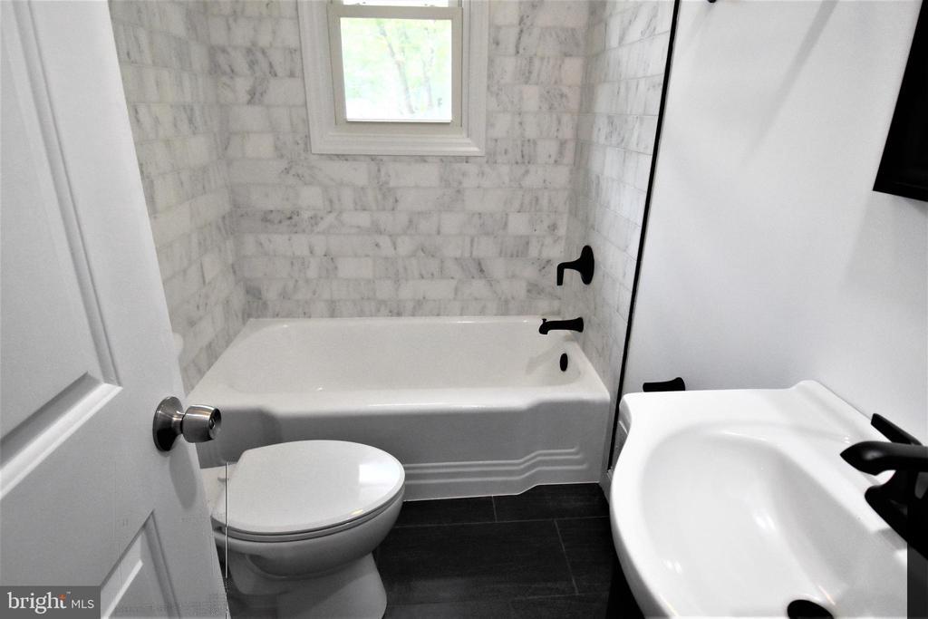 Gorgeous Main Level Hall Bath - 9736 53RD AVE, COLLEGE PARK