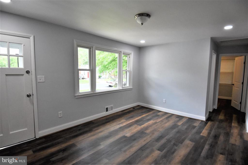 Maintenance Free Wood Laminate Floors - 9736 53RD AVE, COLLEGE PARK