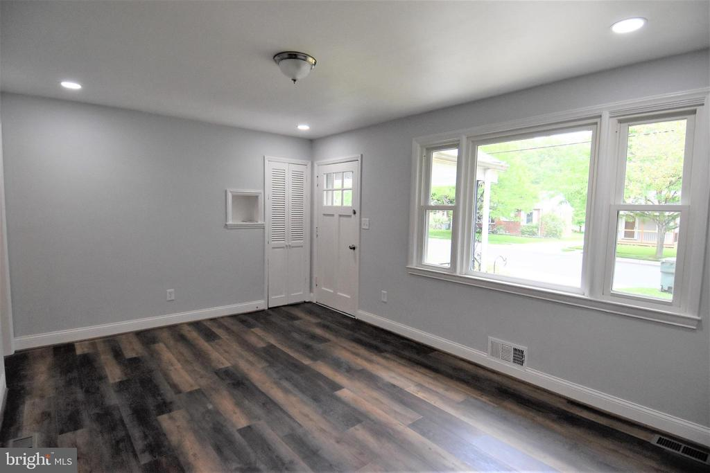 15 X 11 Living Room Has Picture Window - 9736 53RD AVE, COLLEGE PARK