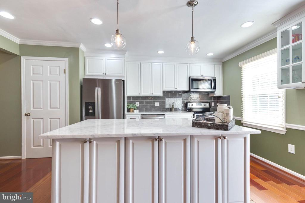 Beautiful Kitchen with Granite countertop - 5904 AMBASSADOR WAY, ALEXANDRIA