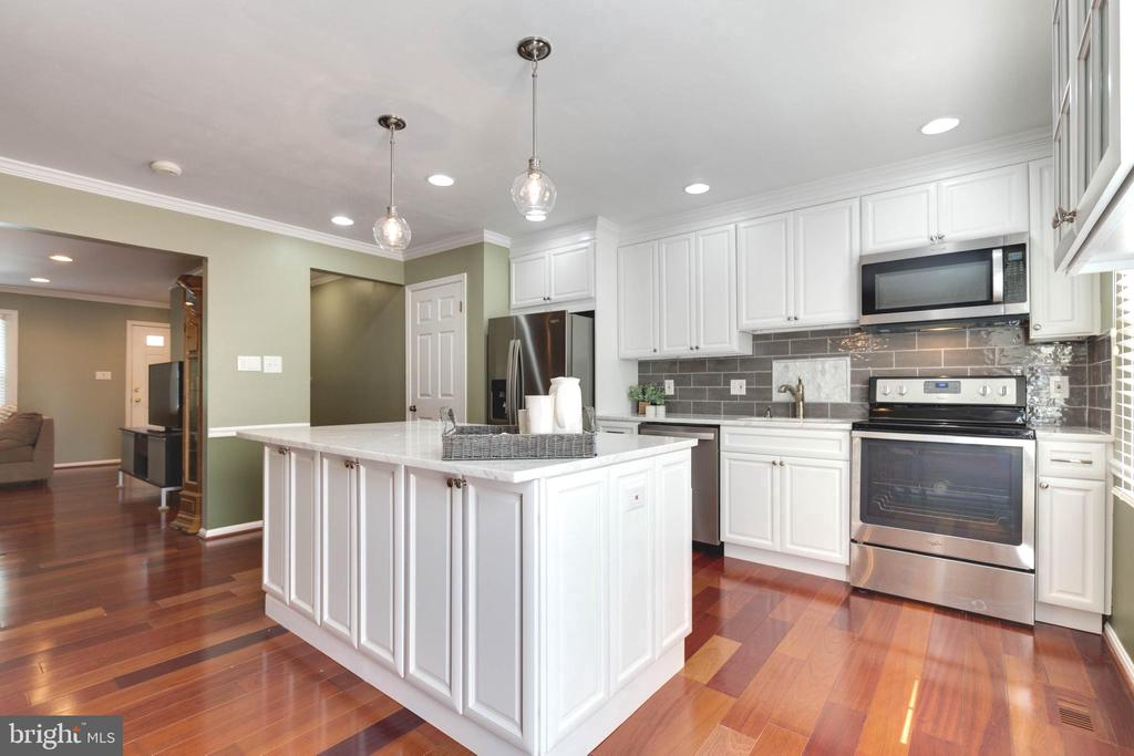 Beautiful Kitchen with large island - 5904 AMBASSADOR WAY, ALEXANDRIA