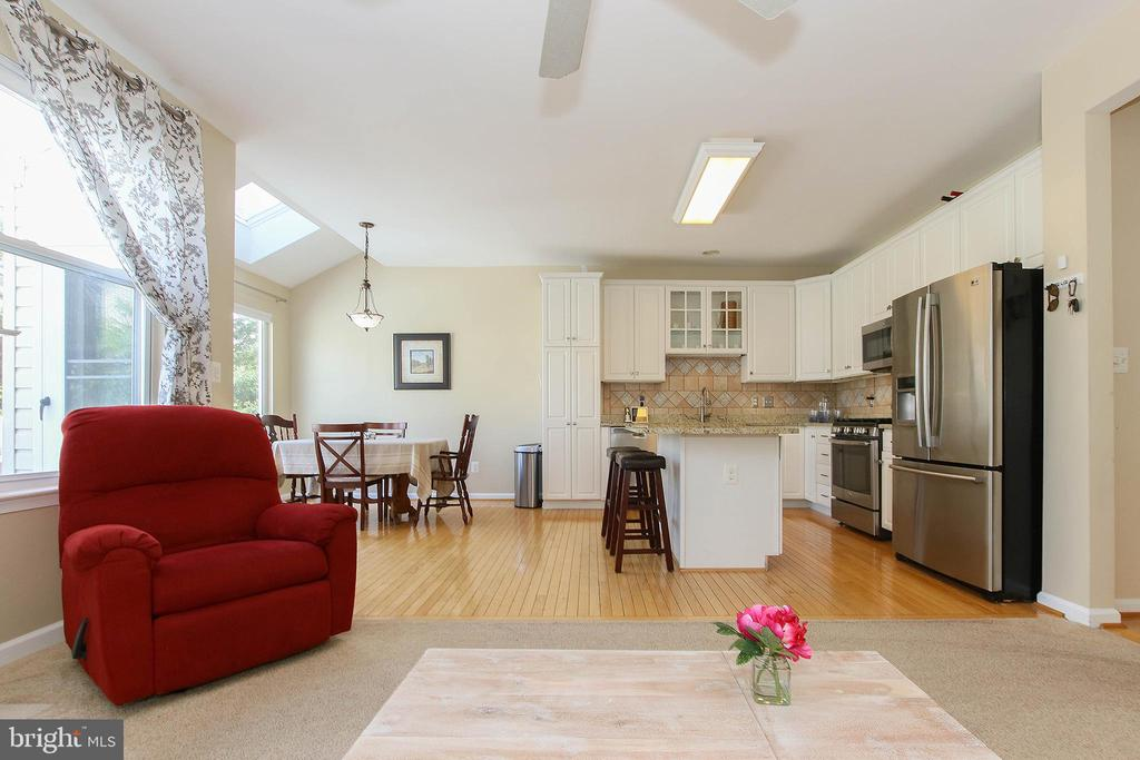 Light Abounds - 21344 SAWYER SQ, ASHBURN