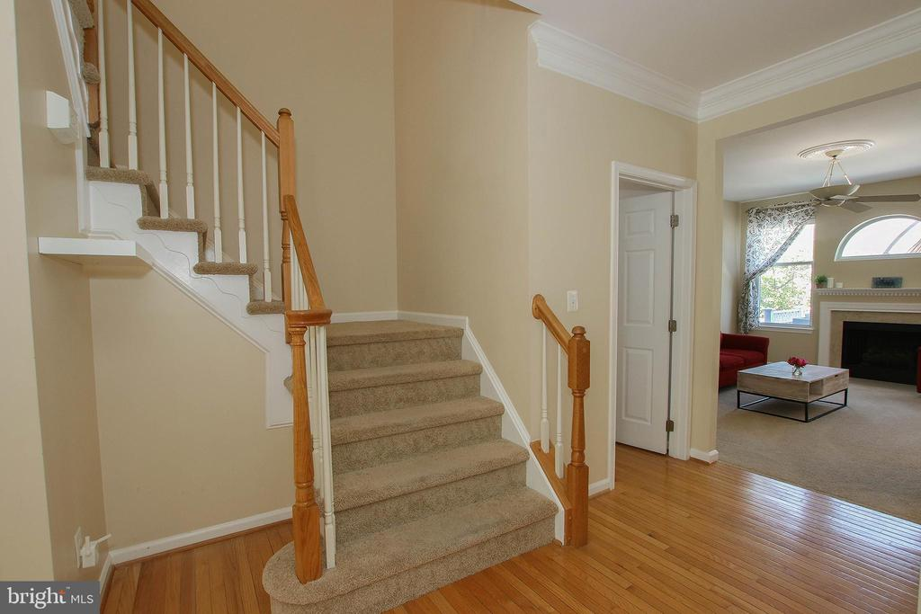 Wide Open Staircase - 21344 SAWYER SQ, ASHBURN