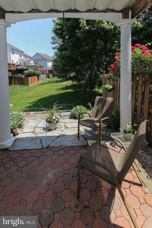 Brick & Slate Stone Patio - 21344 SAWYER SQ, ASHBURN
