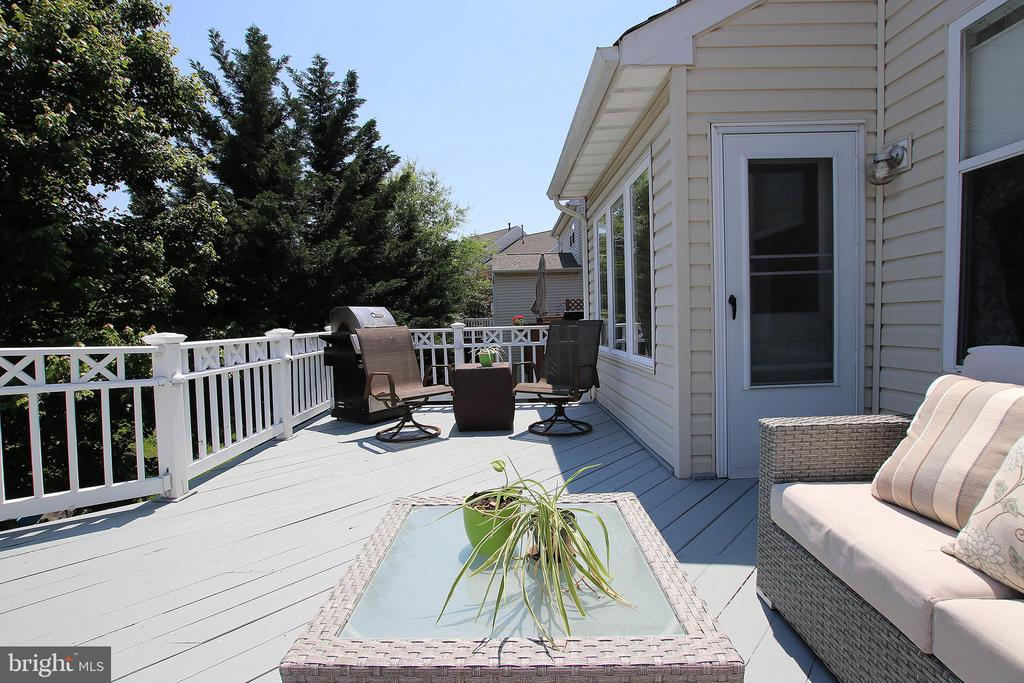 Sit Back and Enjoy the Peaceful Outdoors - 21344 SAWYER SQ, ASHBURN