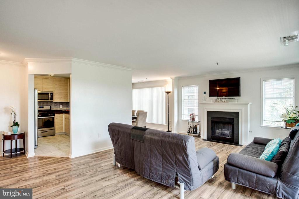 Nice size of the living  area - 5563 SEMINARY RD #412, FALLS CHURCH