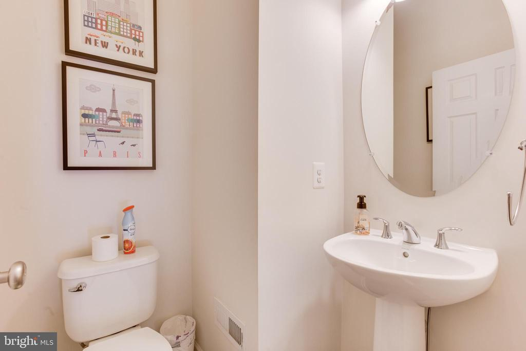 Main Level Powder Room - 23143 FLORA MURE DR, ASHBURN