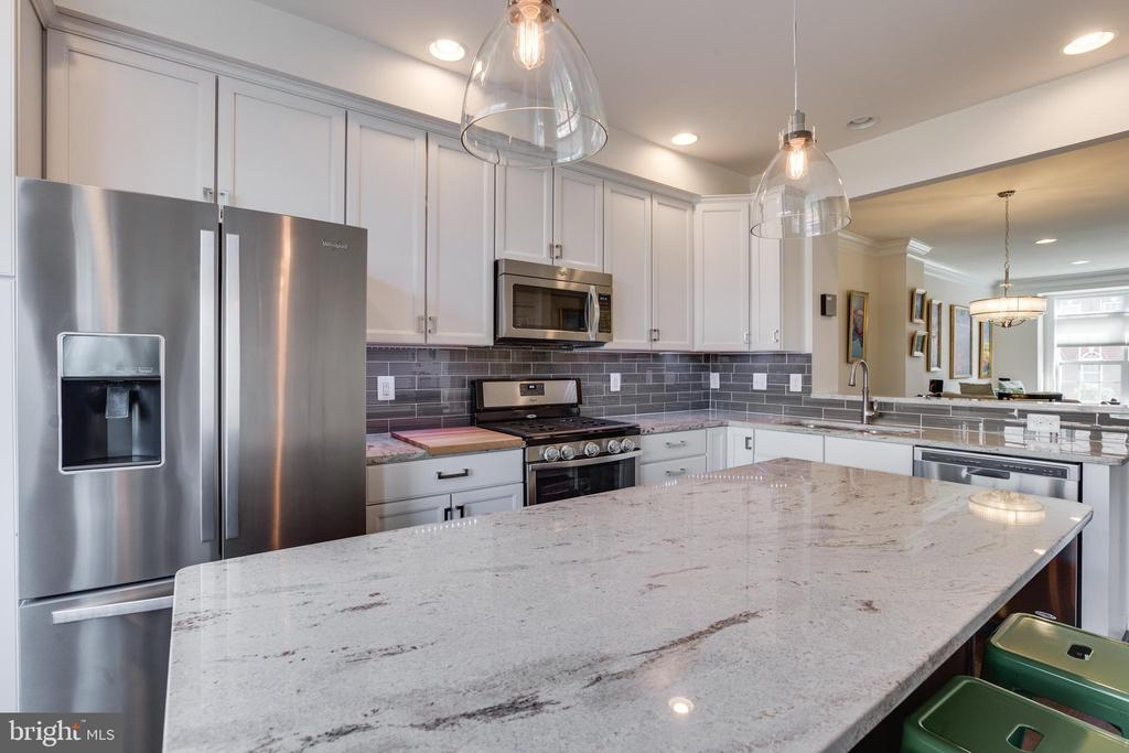 Gourmet Kitchen- Large Island-LVL~5 Granite Upgrad - 23143 FLORA MURE DR, ASHBURN