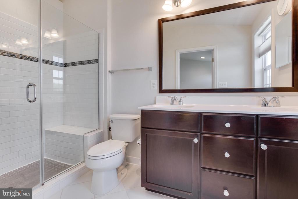 Master Bath Frameless Shower+Tiled shower pan+Seat - 23143 FLORA MURE DR, ASHBURN
