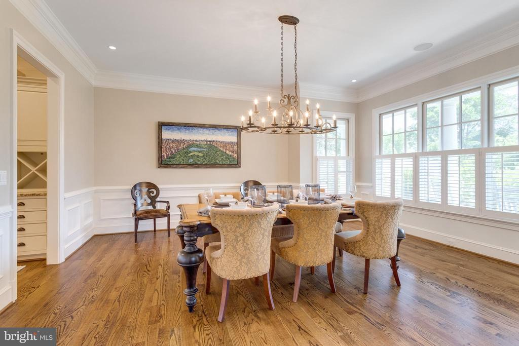 Formal Dining Room w/ designer lighting - 8704 STANDISH RD, ALEXANDRIA