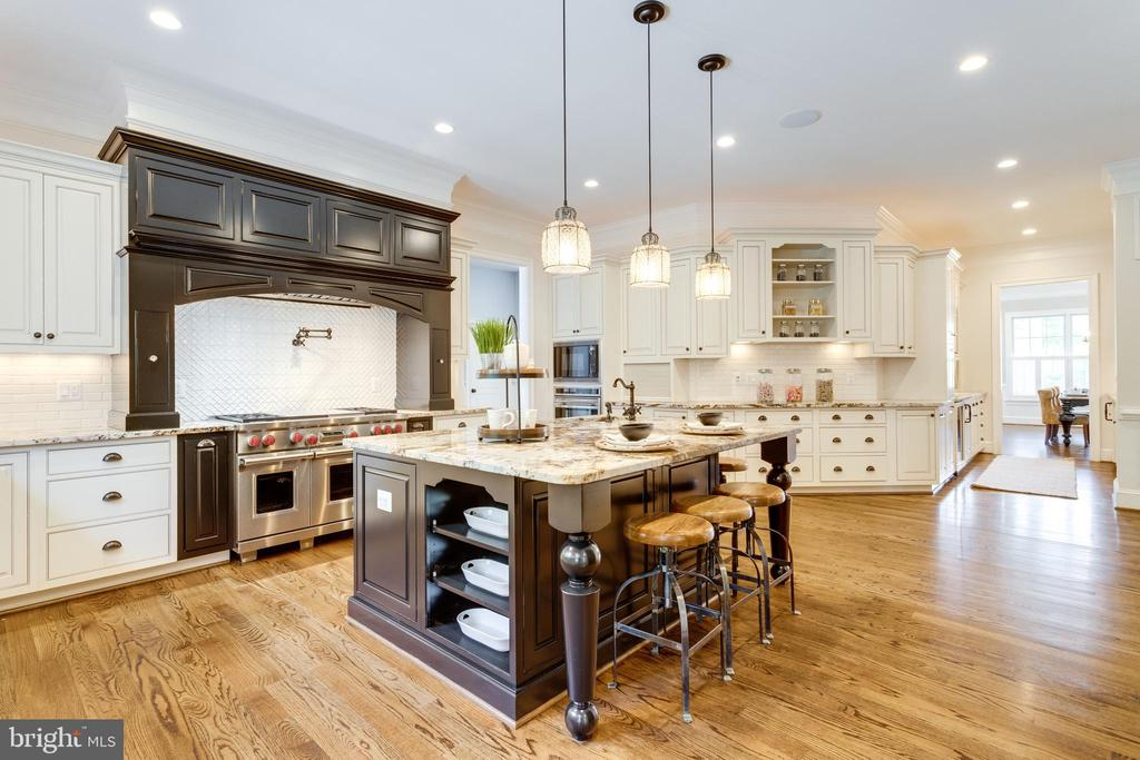 High end Cabinety and commercial appliances - 8704 STANDISH RD, ALEXANDRIA