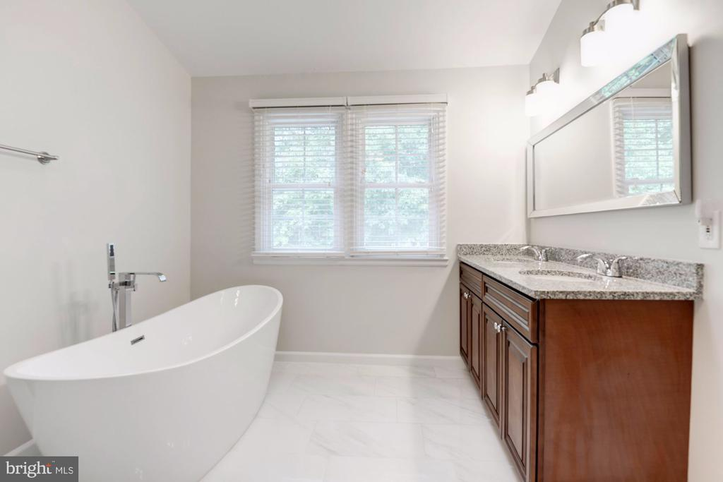 Free standing Tub,  Double Vanities - 12040 SUGARLAND VALLEY DR, HERNDON
