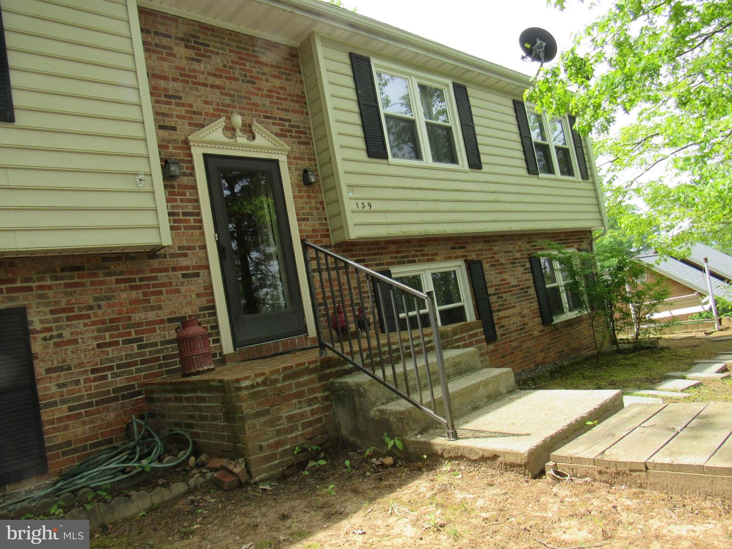 Single Family for Sale at 139 Gloucester Rd Front Royal, Virginia 22630 United States