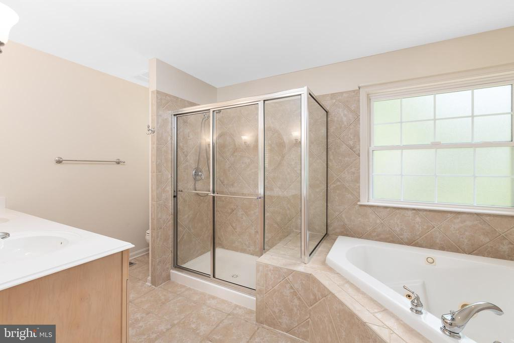 Main Level Master Bath- Super Nice! - 11 LAWRENCE LN, FREDERICKSBURG