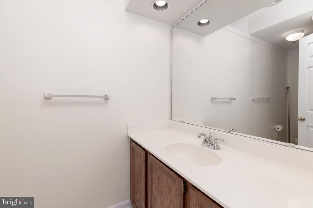 Full Bathroom on Upper Level - 11 LAWRENCE LN, FREDERICKSBURG