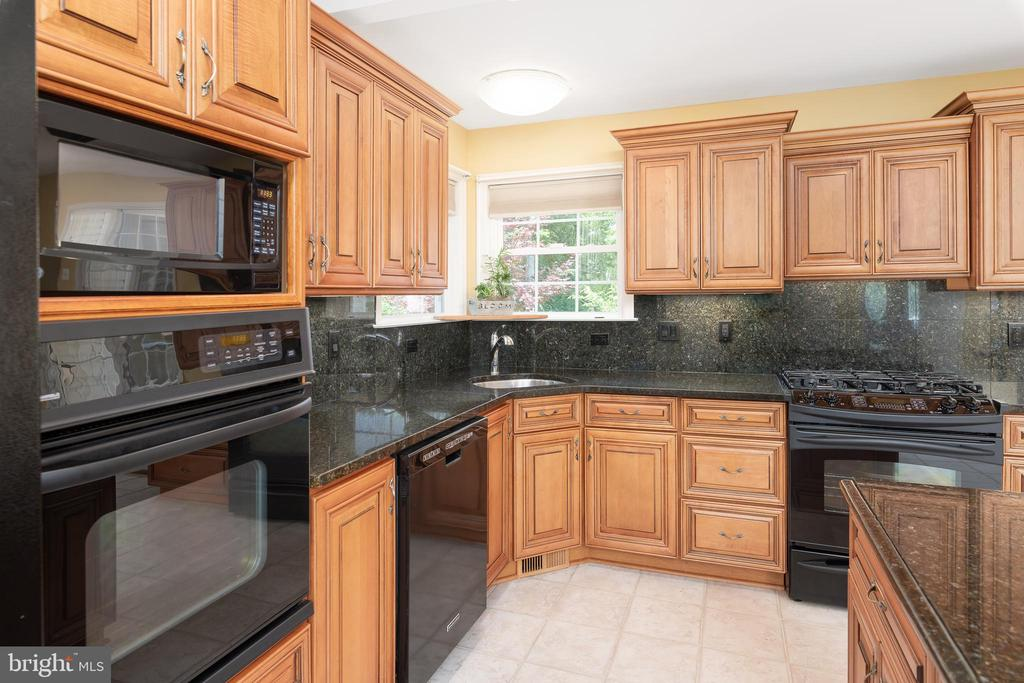 Gorgeous Cabinetry Top to Bottom in this Kitchen - 11 LAWRENCE LN, FREDERICKSBURG
