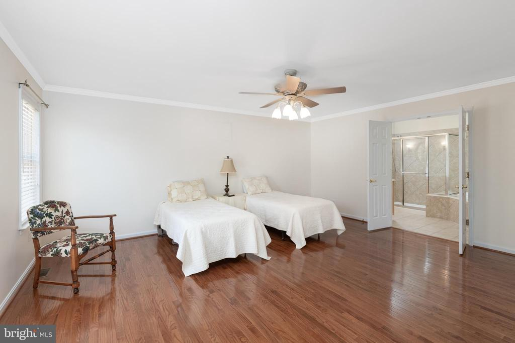 Main Level Master!!! One Upstairs TOO!!! - 11 LAWRENCE LN, FREDERICKSBURG