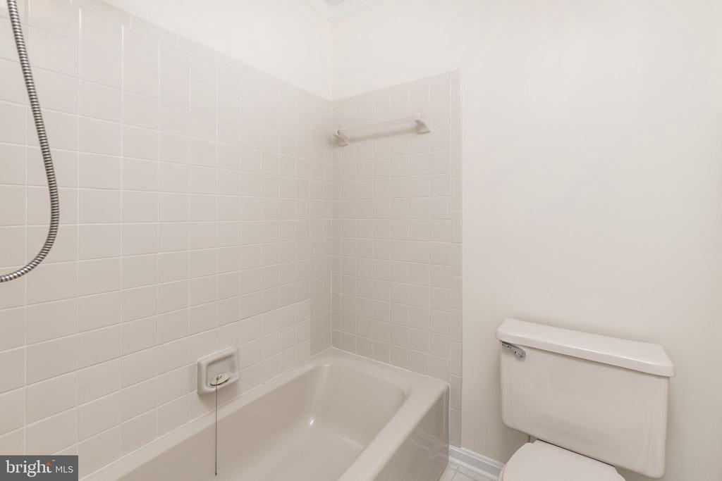 Full Bath on Upper Level - 11 LAWRENCE LN, FREDERICKSBURG