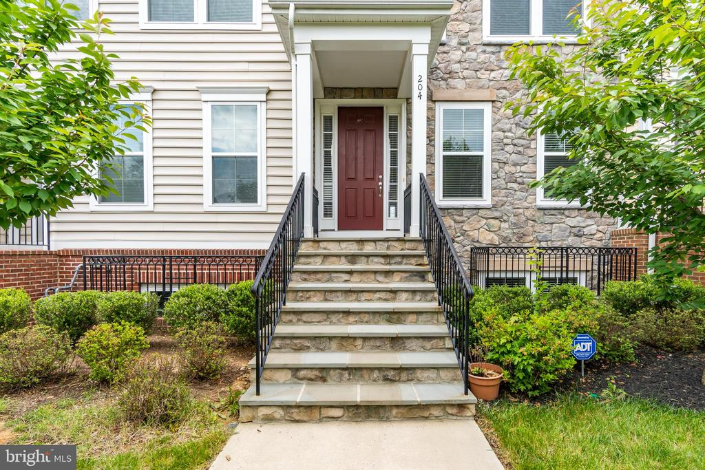 Front Stoop and Landscaping - 204 APRICOT ST, STAFFORD